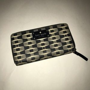 Kate Spade Black and Gray Wallet